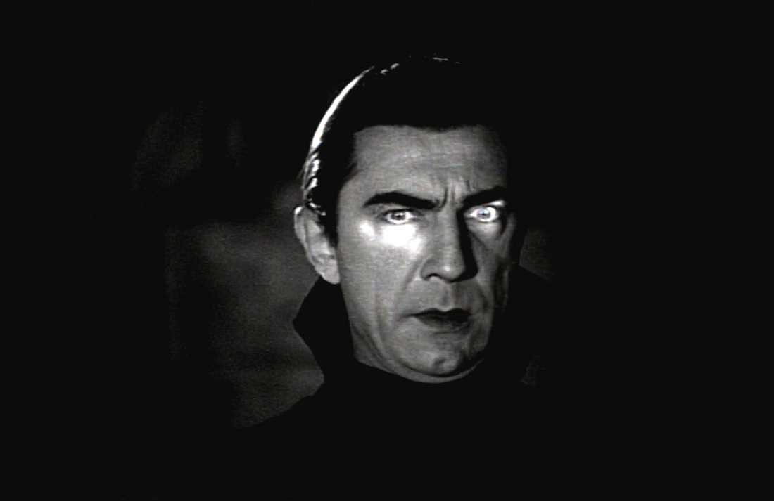 Bela Lugosi as a vampire in Dracula.